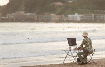 ブラック企業が淘汰される時代を海辺で待ち焦がれている男